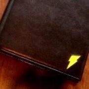黒い革のシステム手帳 ワンポイント