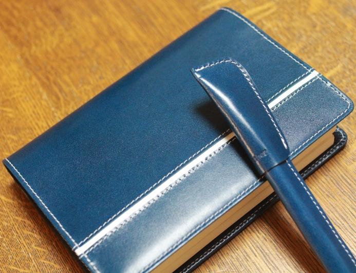 革のペンと手帳カバー