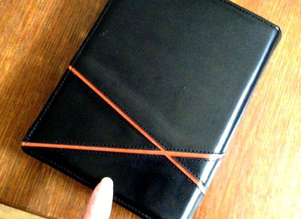 黒い革にオレンジのアクセント A5システム手帳