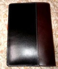 ブラックの外側ポケット
