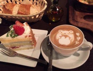 カプチーノとショートケーキ