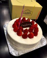 HARBSのホールケーキ いちご