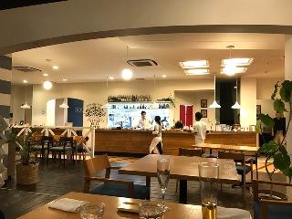白い花のレストラン