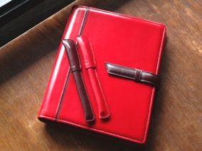赤い革のシステム手帳