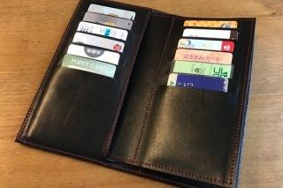 革の長財布型カードケース