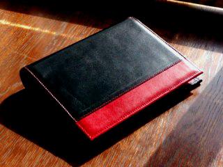 黒と赤のシステム手帳