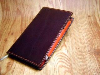 チョコレート色の革の手帳カバー