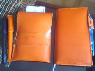 オレンジ革の手帳カバーとペンケース