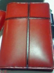 赤いヌメ革の手帳カバー