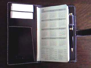 白いステッチの手帳カバー