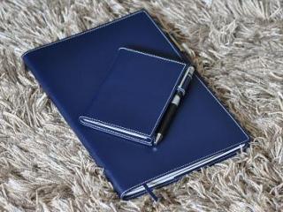 カジュアル革のノートカバーとメモカバー